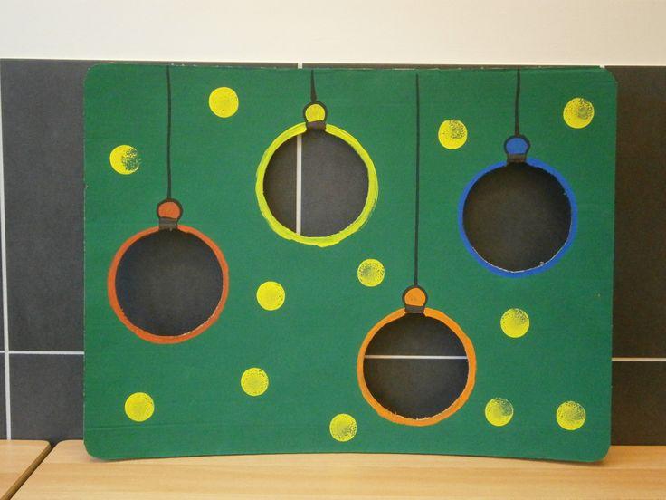 Idee voor ballen gooien met gekleurde plastiek ballen