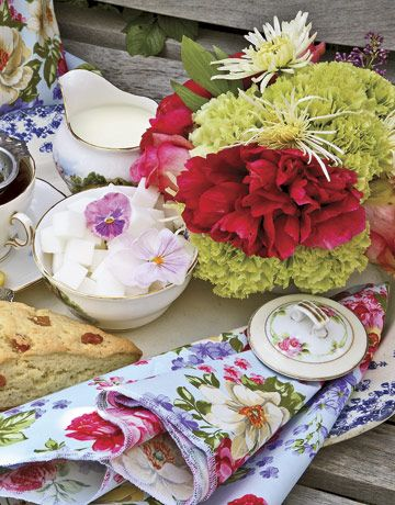 informal tea party bridal shower theme? ca-uuute.: Tables Sets, Teas Time, Floral Prints, Mothers Day, Bridal Shower Ideas, Afternoon Teas, Parties Ideas, Shower Theme, Teas Parties