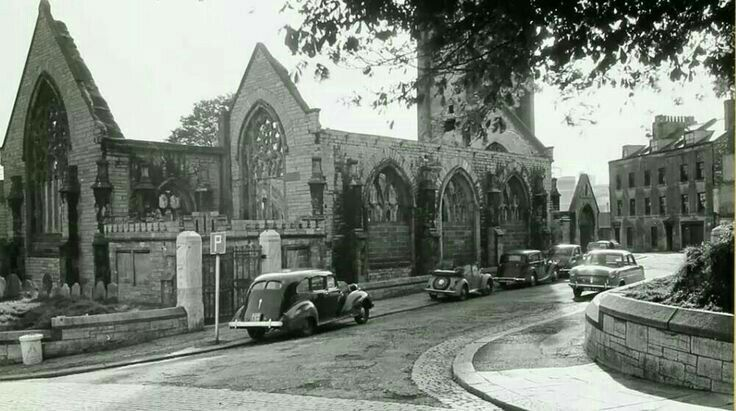 Charles Church before remodelling of City Centre and ending up in the middle of a very busy junction in the middle of an inaccessible roundabout