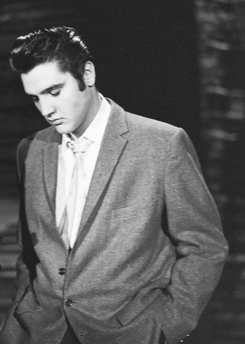 Elvis on The Ed Sullivan Show - 28 October 1956 love him!!! Beautiful face, beautiful voice