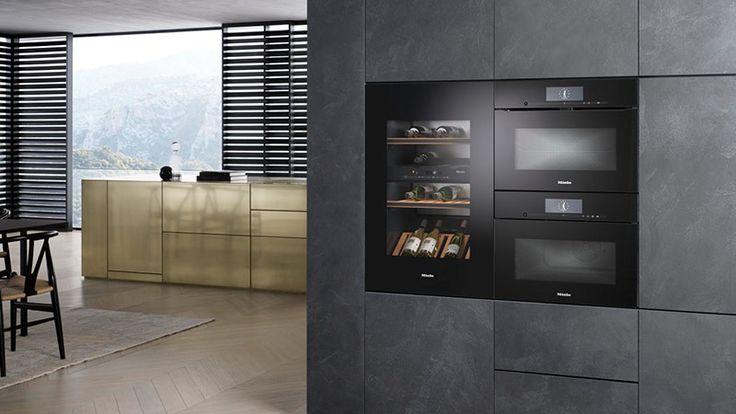 Nieuwe Miele wijnklimaatkast die perfect past in een greeploze keuken. Mooi in combinatie met twee Miele inbouwapparaten uit de Artline van Miele #wijnklimaatkast #keuken #miele #inbouwapparaten