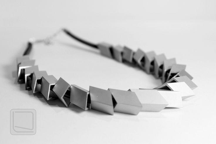 Moderní+náhrdelník+z+hliníku+MNH06+Originální+moderní+náhrdelník+tvořený+segmenty+z+hliníkové+trubky+ctvercového+profilu.