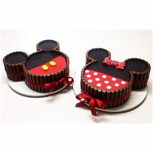 O casal de ratinhos mais amado do mundo em suas versões no bolo kitkat! #kitkat #minnie #mickey #disney ❤️❤️