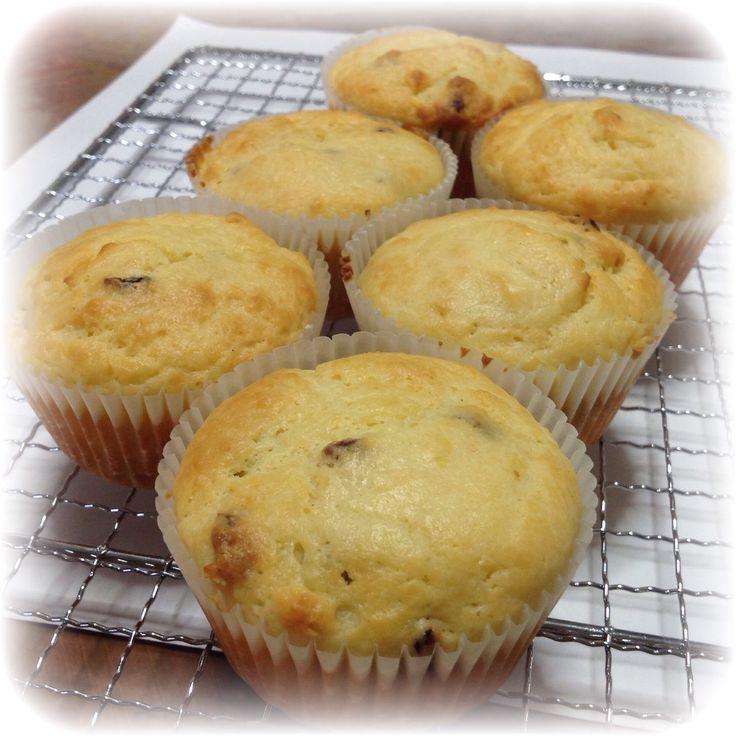Cranberry Yogurt Muffin= 1 large egg + 40g melted butter + 30g sugar + 130g plain yogurt + 20g lemon juice+ 115g flour + 1/2 tsp baking powder + 1/4 tsp baking soda +  zest of 1 lemon + 20g diced dried cranberry