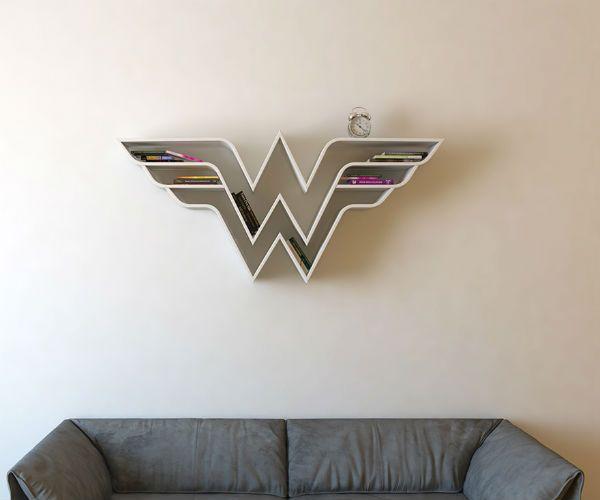 Designer cria estantes de livros com símbolos de super-heróis | Omelete