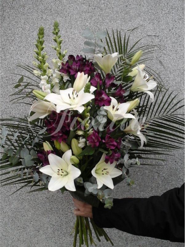 Smuteční kytice z hledíků, lilií a alstroemérií