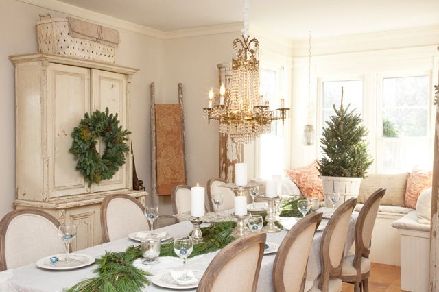 dining room: Christmas Dinners, Dining Rooms, Shabby Chic Christmas, Christmas Tables, Holidays Tables, White Christmas, Christmas Decor, French Christmas, French Style