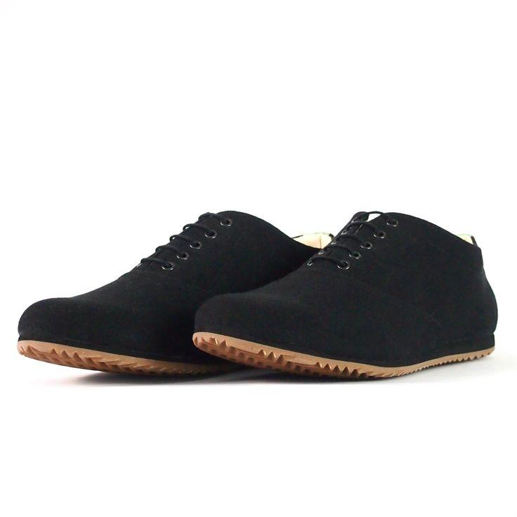 Sneaker aus Stoff in Schwarz + Mint. SORBAS '53 sind die perfekten Stoffschuhe für den Sommer 2017. Mit langlebiger Kautschuksohle und Korkdetail.