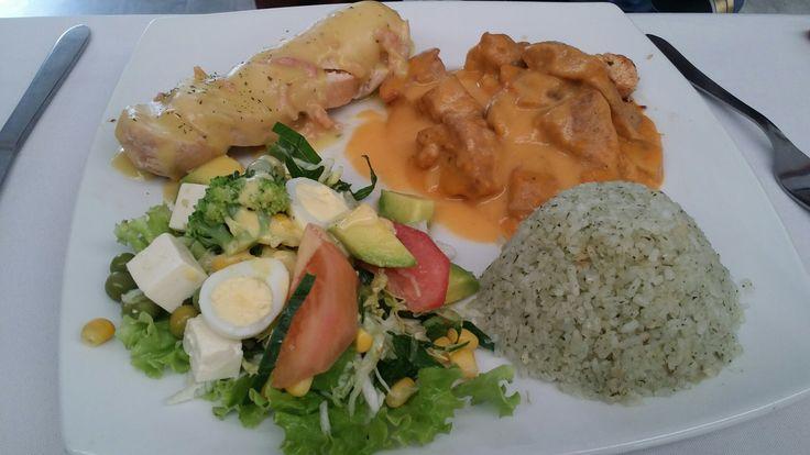 Pollo en salsa de mostaza +  ternera napolitana + arroz finas hierbas + ensalada del huerto