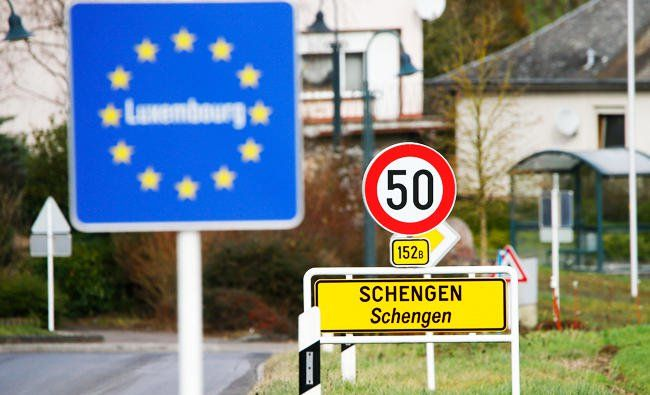 EU seeks online security checks for visa-exempt visitors http://betiforexcom.livejournal.com/24777124.html  Author:AFPFri, 2017-06-09 03:00ID:1497045685472843700LUXEMBOURG: EU countries on Friday backed a proposal to adopt new security checks for Europe's borderless Schengen area, in which visa-exempt travelers will be screened online prior to arrival. Dubbed ETIAS, the proposal is based on a US system that would allow EU countries to quickly cross check identity documents and other…