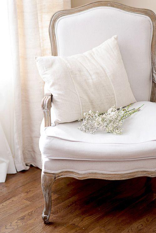 White french bergère, the simplistic decoration