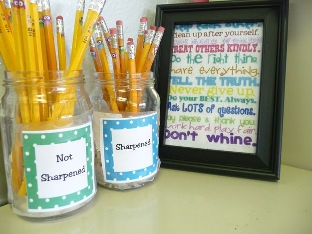 Keep sharped and non-sharpened pencils in separate jars. |  Clever Organization Hacks For Elementary School Teachers