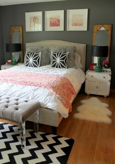 17 best images about black 39 n 39 white rugs on pinterest for Fur headboard
