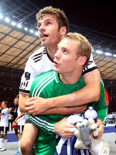 Thomas Mueller And Manuel Neuer Bromance Bayern Munchen Fussball Deutschland Fussball Madchen Fussball