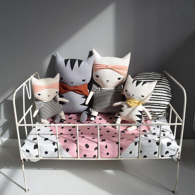 @little_venue Nyheter i webshopen  Dessa fina raringar från Studio Bundis finns i två olika storlekar och i flera variationer, katterna är så söta att man vill ha allihop  www.littlevenue.com
