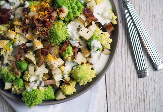 Opskriften på denne lækre og ret enkle romanesco salat kom til mig i går sidst på formiddagen på vej hjem i bilen efter pilatestræning. Det nærmede sig frokost til og jeg var ved at være sulten … og m