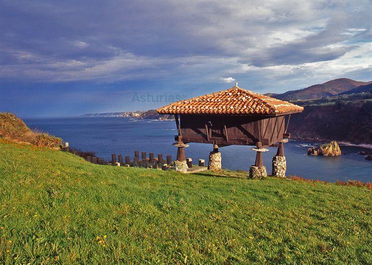 Hórreo en el campo la Garita, Cadavedo. #Valdes, #Asturias