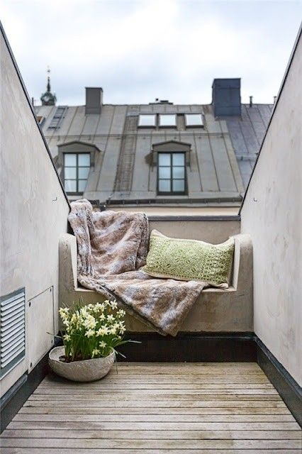 A small place for big thoughts.Windows Seats, Balconies, Reading Spot, Roof Terraces, Reading Nooks, Small Spaces, Places, Outdoor Spaces, Rooftops