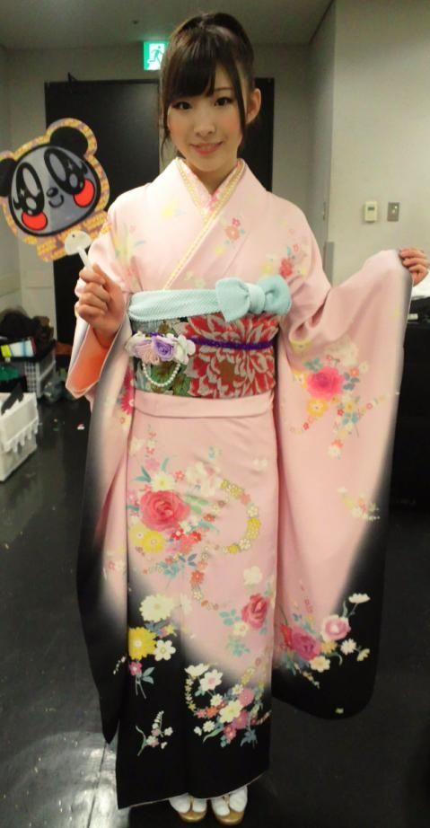 AKB48 member Iwasa Misaki.  Gotta love her kimono photos : )