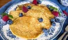 Enkla och supergoda pannkakor på havregrynsgröt! 10st 2 dl havregryn 3 dl vatten 1 krmsalt 3 ägg Eventuellt lite kanel eller vaniljpulver/vaniljsocker + smör till stekning