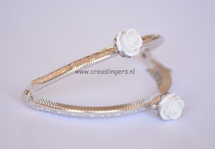 Portemonnee beugel 8,5cm zilverkleurig met witte roosjes