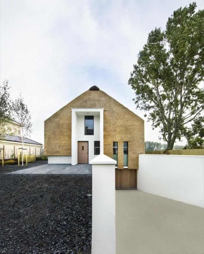 Arjen-Reas-Zoetermeer created this house made of HAY in the Dutch countryside. Image from Remodelista.