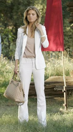 white blazer and Jeans, nude tee and nude handbag — yet another one of the Naomi Clark 90210 outfits I love