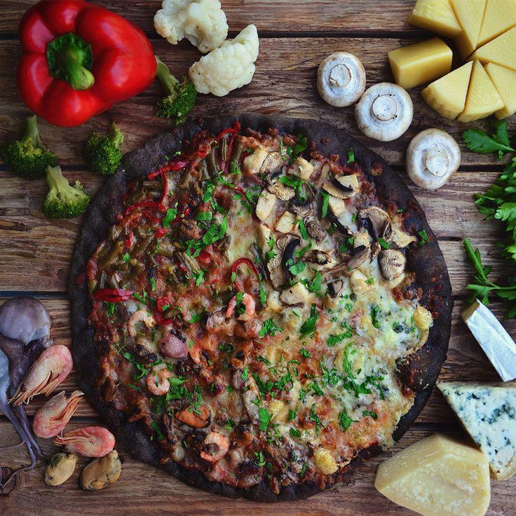 Кватро стаджиони на черном тесте🐙, поможет удивить и одобрить кулинарные предпочтения почти каждого кто собрался за столом.🍀 Пицца КВАТРО СТАДЖИОНИ🎯 ✔️Курица, шампиньоны,, морской коктейль 🍖 ✔️ Моцарелла, пармезан, сыр бри, сыр дор-блю, томатный соус🧀 ✔️Фасоль стручковая, перец сладки ✔️Томатный соус🍅 . 🚗Доставка с 10:00 до 22:00 ☎096 585 75 80 ☎063 512 64 92 ☎099 609 20 79