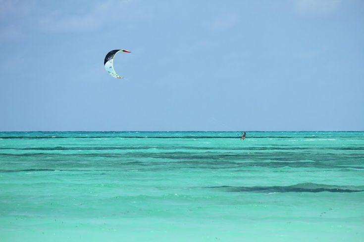 Zanzibar tem muitas e belas praias, com extensos areais, palmeirais, e águas azuis-turquesa. Quando preparámos a nossa viagem, a nossa dificuldade foi seleccionar para que parte da ilha ir. Matemwe, Kendwa, Pongwe, Paje, Jambiani, as candidatas eram muitas. Não tínhamos tempo para explorar a costa toda da ilha, por isso tivemos de optar. Escolhemos ficar …
