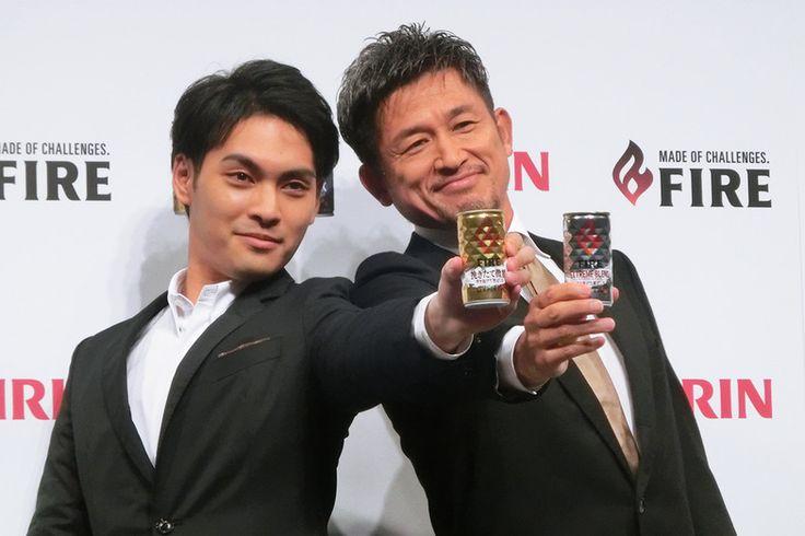 左から柳楽優弥さん、三浦知良さん