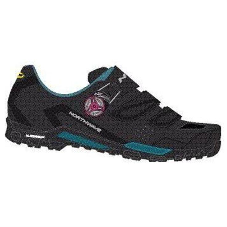 Las zapatillas Northwave Outcross Plus para mujer con parte superior fabricada en microfibra ultraligera. Con el innovador sistema de cierre micrométrico S.L.W.2 que permite apretar y aflojar el cierre de manera rápida y fácil.