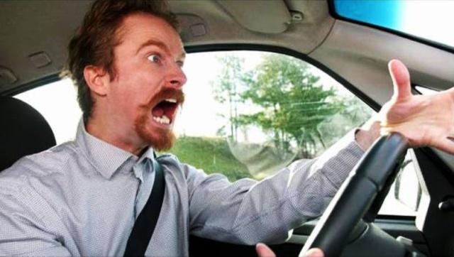 Conducir discutiendo es como manejar alcoholizado