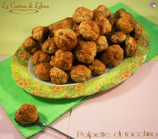 Polpette di tacchino al forno ricetta senza uova, un secondo piatto leggero e gustoso da accompagnare con verdura cotta, insalata o purè di patate.