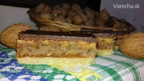 Hnetený orechový koláč s piškótou (fotorecept) - Recept