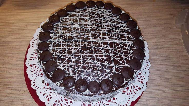 Egy kis túró torta szülinapra, csokival borítva! Ellenállhatatlan édes csoda!