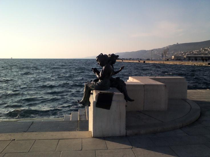 Le Mendaresse, Trieste
