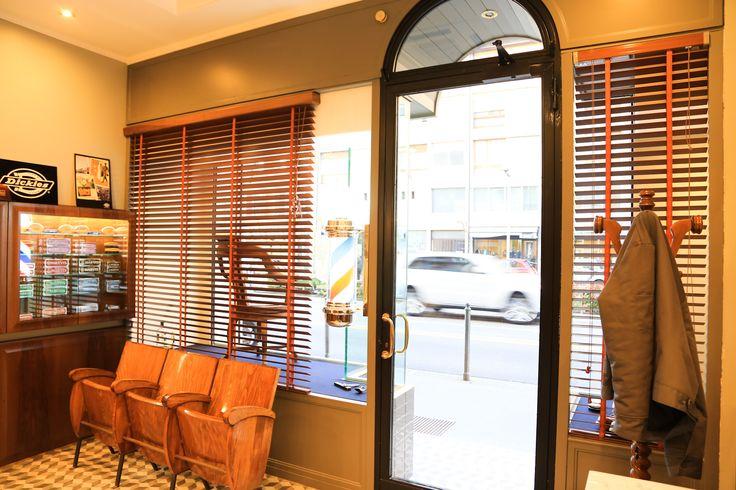 Tadpole_barber_barbershop_Interior_hair_studio_look_design_parrucchiere_acconciatore_parrucchiera_360_arredo_arredamento_padova_rockabilly_attesa