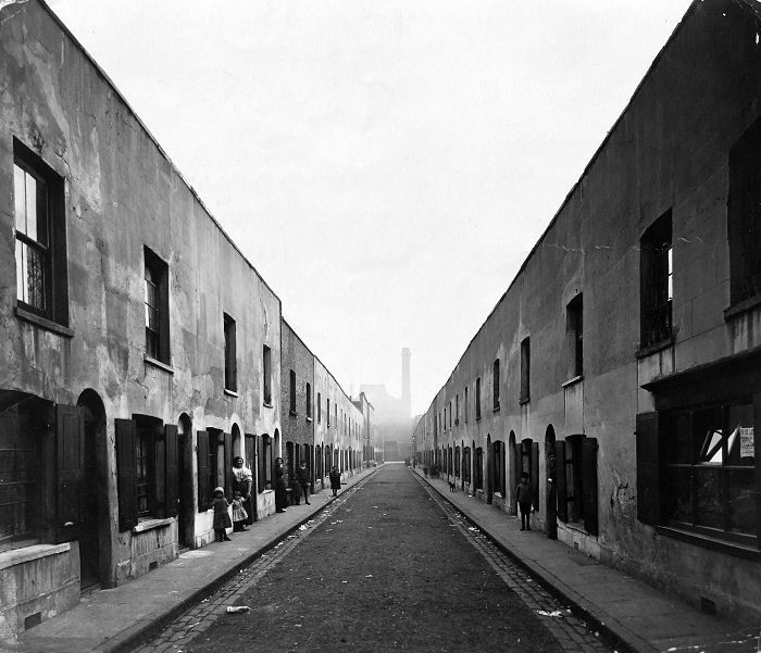 Pereira Street, 1913, just before it was finally demolished, as part of the slum clearances in Whitechapel/Limehouse/Shoreditch