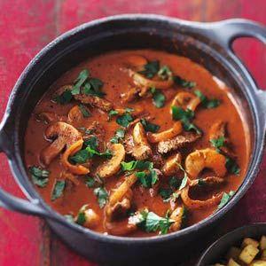 Beef stroganoff - Allerhande. Knoflook, uien, champignons, tomatenpuree...