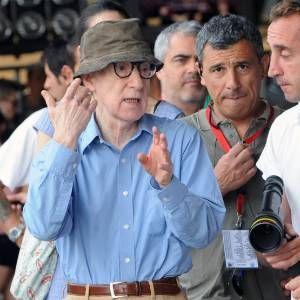 Filha adotiva de Woody Allen diz que foi abusada ...