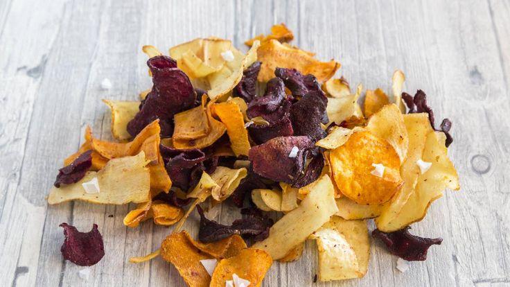 Stiftung Warentest urteilt, dass Gemüsechips aus der Tüte eher bedenklich als gesund sind.