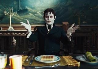 Johnny Depp em 'Sombras da noite' (Foto: Divulgação)