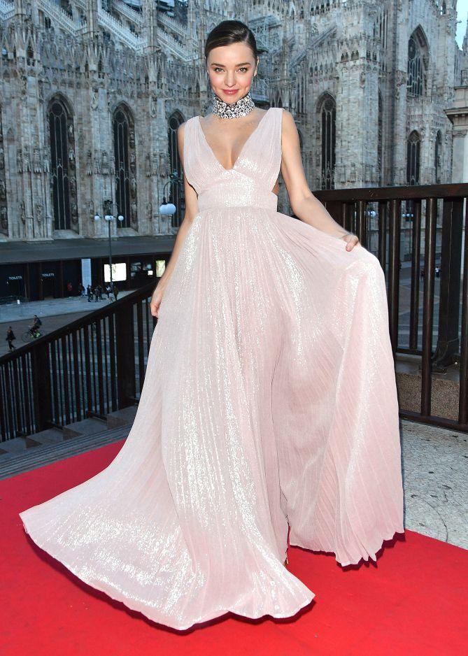 Fashion Week 2016: Celebrity Photos from Paris, London and Milan - Miranda Kerr in a metallic pale pink dress