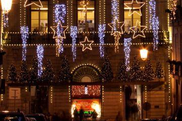 Рождество в Португалии - КАК ОТМЕЧАЮТ И ЧТО ДЕЛАТЬ НА РОЖДЕСТВО В ПОРТУГАЛИИ | via Discover Portugal RU | Пожалуй, декабрь – самый долгожданный зимний месяц. В преддверии новогодних праздников украшают города, торговые центры, дома. Все переливается яркими огнями, пушистые снежинки укрывают улицы, и в воздухе царит что-то волшебное.
