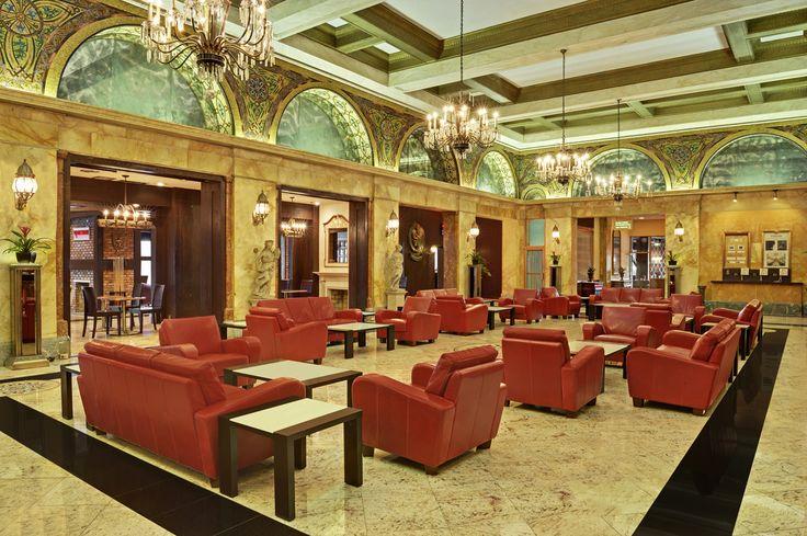 Hotel Congress Plaza in Chicago