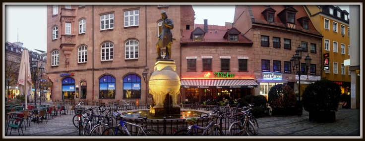 Peter-Henlein-Brunnen, Hefnersplatz Nürnberg, Germany