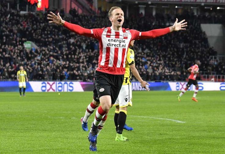 Siem de Jong bezorgt PSV een 1-0 zegen op Vitesse. 2017-03-18