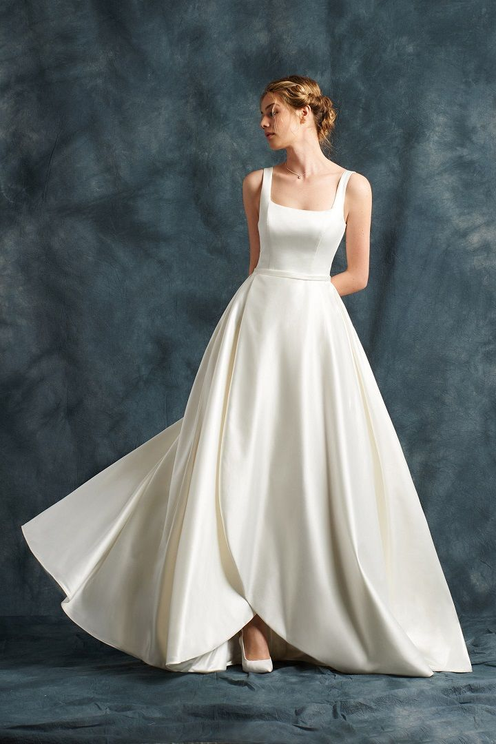 Wedding Dress in shiny satin with square neckline | fabmood.com #weddingdress #ateliereme #bridal #bride #weddingdresses2017
