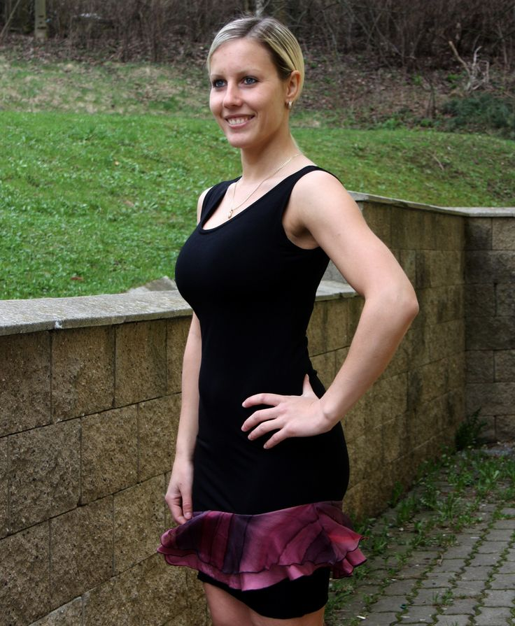 Šaty černé s hedvábnými kanýry