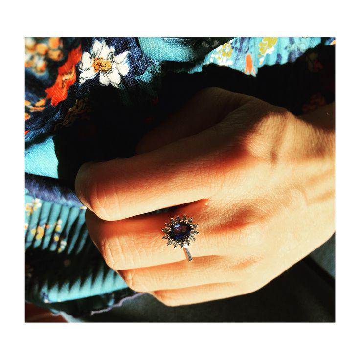 Engagement ring ladydi blue stone Safire